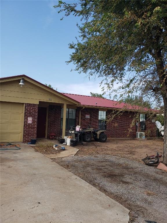 803 E Main Street, Geronimo, OK 73543 (MLS #827503) :: Wyatt Poindexter Group