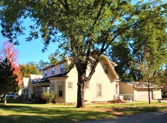 827 W Kansas Avenue, Chickasha, OK 73018 (MLS #845145) :: Erhardt Group at Keller Williams Mulinix OKC