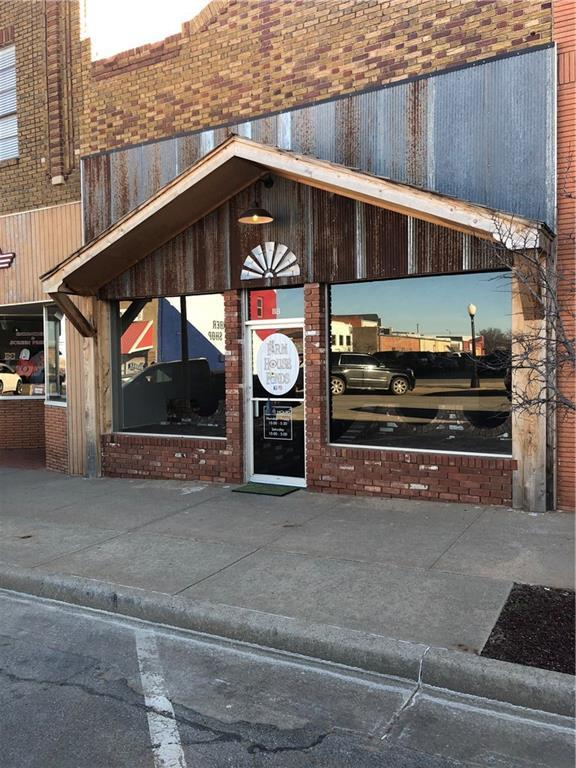 118 W Broadway Avenue, Elk City, OK 73644 (MLS #855646) :: Homestead & Co