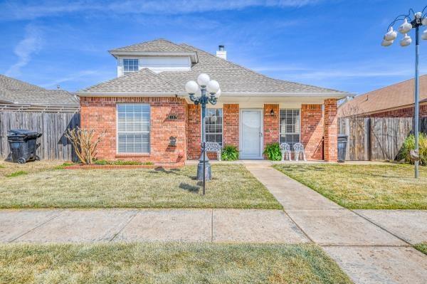 1107 SW 23rd Street, Moore, OK 73170 (MLS #858274) :: Denver Kitch Real Estate