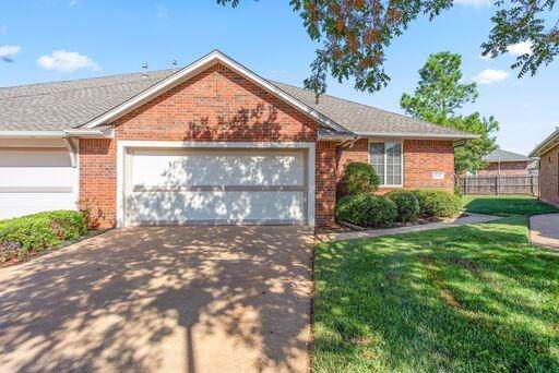 15545 Swallowtail Road, Edmond, OK 73013 (MLS #883607) :: Homestead & Co