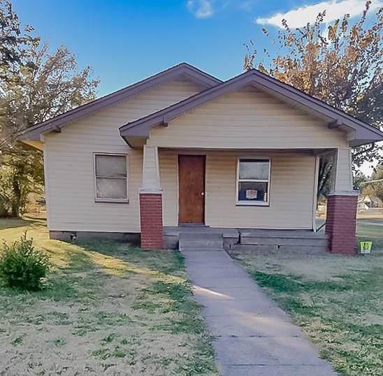 300 S Franklin Street, Ponca City, OK 74601 (MLS #891562) :: Homestead & Co