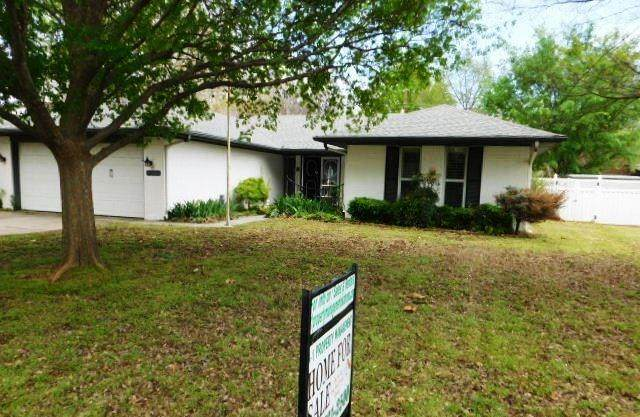 1237 Loma Drive, Norman, OK 73072 (MLS #906811) :: Homestead & Co