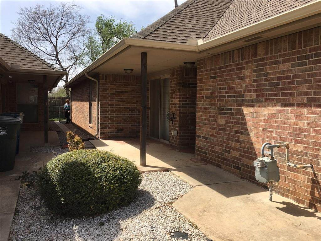 421 Sterling Pointe Way - Photo 1