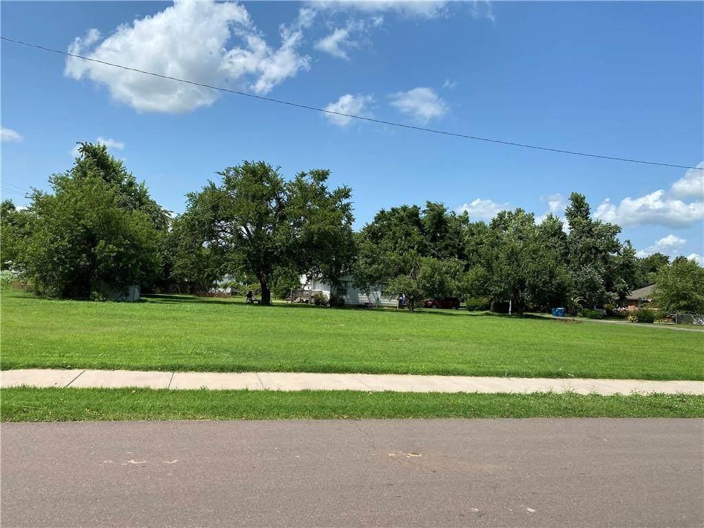 Oak Avenue - Photo 1