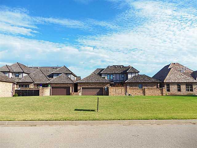 3109 Millbrook Drive, Norman, OK 73072 (MLS #564870) :: Erhardt Group at Keller Williams Mulinix OKC