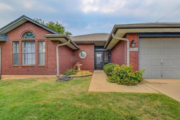 1121 Golden Eagle Drive, Norman, OK 73072 (MLS #788007) :: Wyatt Poindexter Group