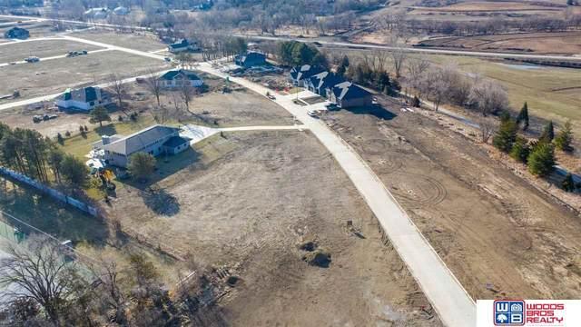 9201 Hillcrest Trail, Lincoln, NE 68520 (MLS #21912858) :: Berkshire Hathaway Ambassador Real Estate