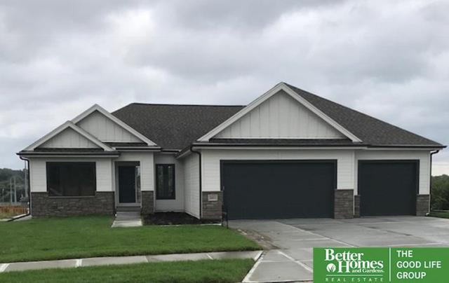 18411 Grant Street, Elkhorn, NE 68022 (MLS #21815279) :: Omaha's Elite Real Estate Group