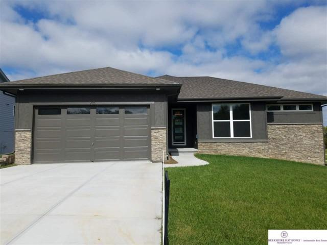 918 Crest Drive, Papillion, NE 68046 (MLS #21818722) :: Omaha Real Estate Group