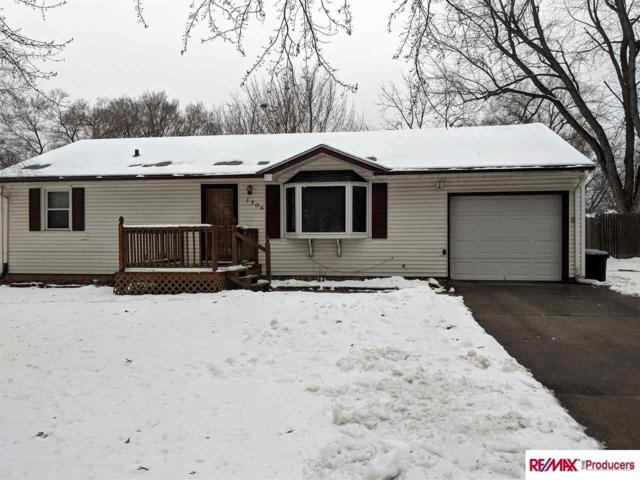 1706 Maenner Drive, Omaha, NE 68114 (MLS #21901083) :: Five Doors Network