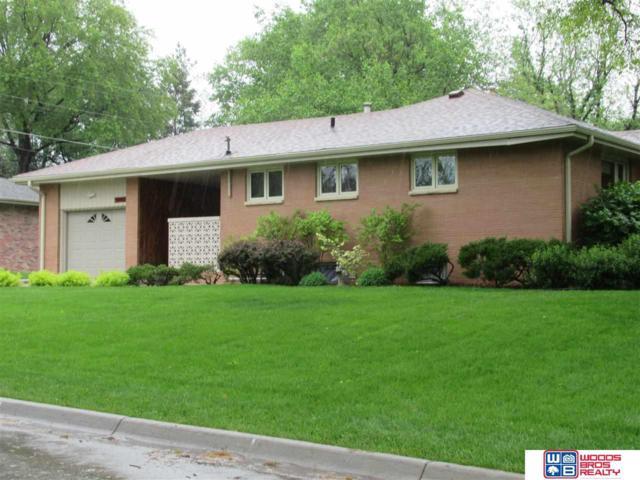 2542 Woods Boulevard, Lincoln, NE 68502 (MLS #21910135) :: Nebraska Home Sales