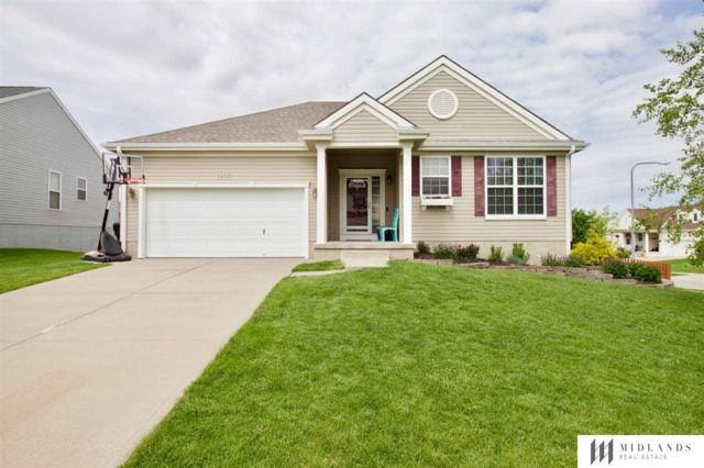 2402 Lakewood Drive, Papillion, NE 68046 (MLS #21910292) :: Five Doors Network