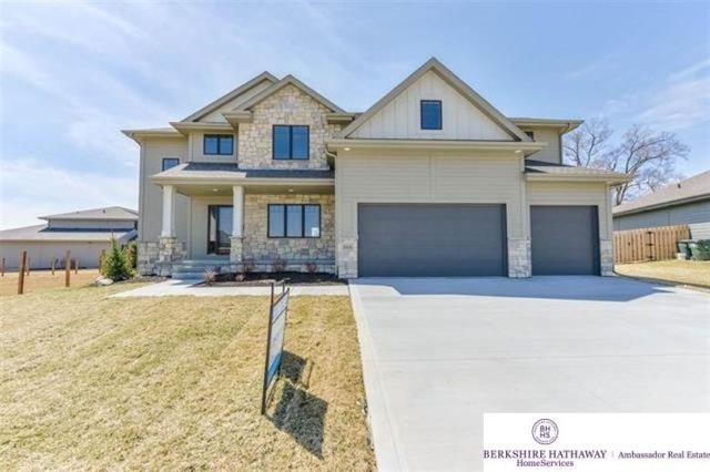 18752 Sahler Street, Omaha, NE 68022 (MLS #21916252) :: Nebraska Home Sales