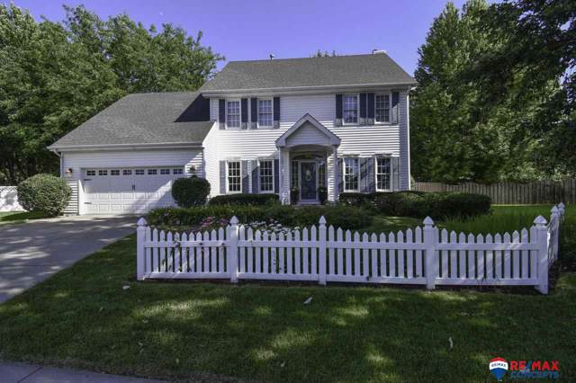 3931 Village Court, Lincoln, NE 68516 (MLS #21922117) :: One80 Group/Berkshire Hathaway HomeServices Ambassador Real Estate