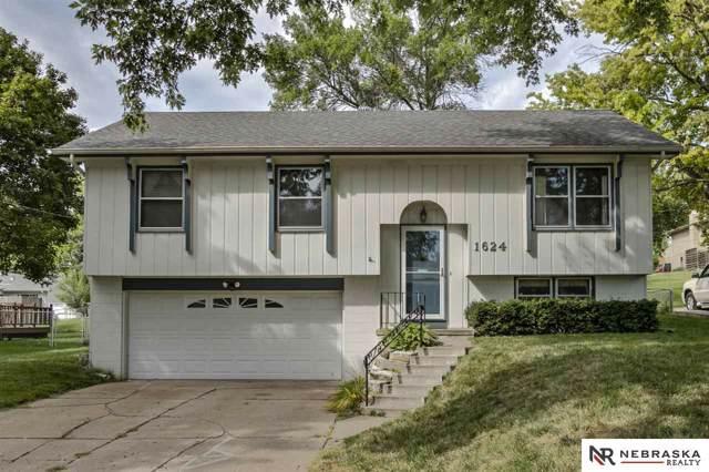 1624 N 105 Street, Omaha, NE 68114 (MLS #21922165) :: Nebraska Home Sales