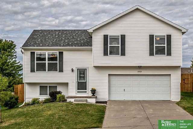 15828 Blackwalnut Street, Omaha, NE 68136 (MLS #21923718) :: Capital City Realty Group
