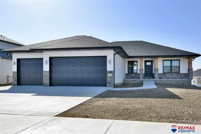 335 Woodland Boulevard, Hickman, NE 68372 (MLS #21924718) :: Lincoln Select Real Estate Group