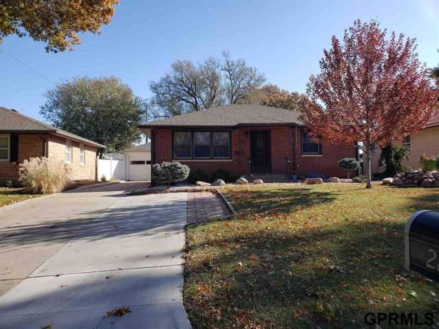 2230 S 51 Street, Lincoln, NE 68506 (MLS #21926601) :: Omaha Real Estate Group