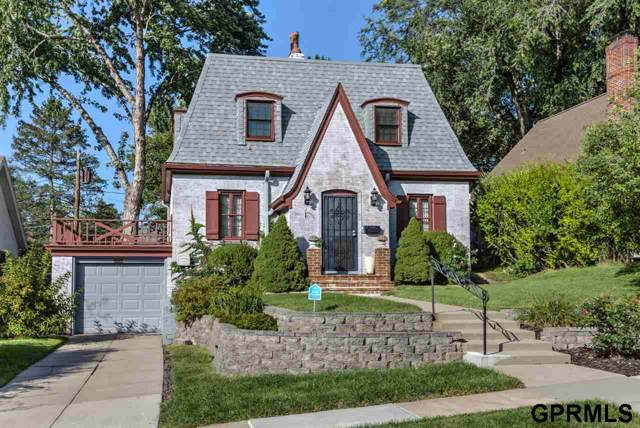 5812 Nicholas Street, Omaha, NE 68132 (MLS #21926813) :: Omaha Real Estate Group
