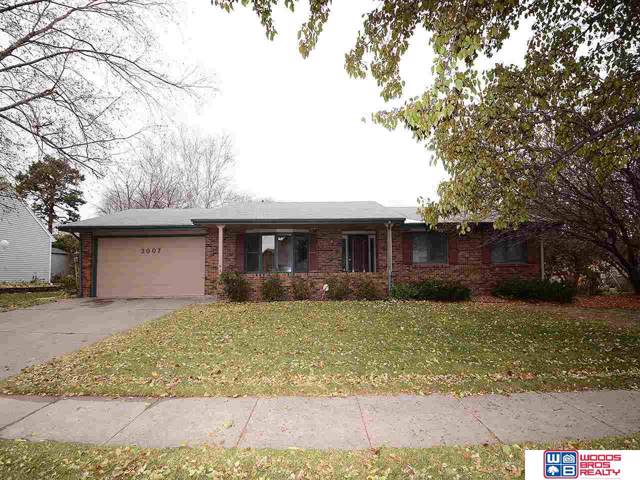 3007 N 75th Street, Lincoln, NE 68507 (MLS #21926904) :: Cindy Andrew Group