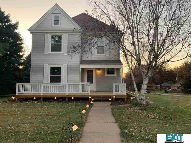 2201 S 52nd Street, Lincoln, NE 68506 (MLS #21927368) :: Dodge County Realty Group