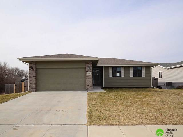 1857 SW Derek Avenue, Lincoln, NE 68528 (MLS #21929456) :: Lincoln Select Real Estate Group