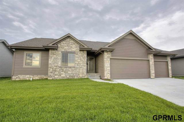 12032 S 44 Street, Bellevue, NE 68123 (MLS #21929648) :: Lincoln Select Real Estate Group