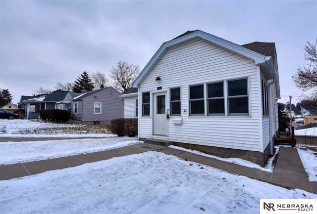 4923 Hickory Street, Omaha, NE 68106 (MLS #22001296) :: One80 Group/Berkshire Hathaway HomeServices Ambassador Real Estate