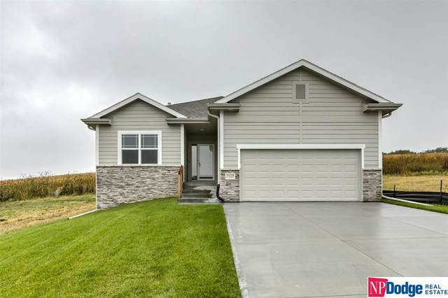 17530 N Potter Street, Bennington, NE 68007 (MLS #22003506) :: The Briley Team