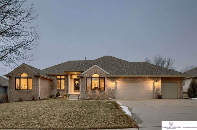 10112 S 175 Circle, Omaha, NE 68036 (MLS #22003683) :: kwELITE