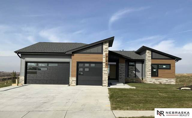 720 N 10th Avenue, Springfield, NE 68059 (MLS #22003687) :: The Briley Team