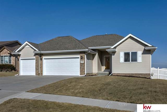 17010 Colleen Lane, Gretna, NE 68028 (MLS #22003792) :: kwELITE