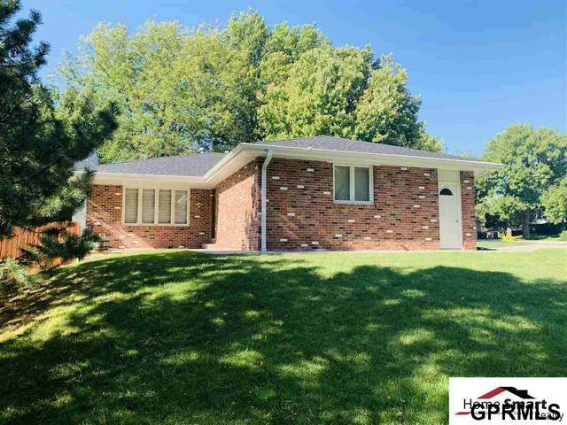 5820 Elkcrest Drive, Lincoln, NE 68516 (MLS #22004138) :: Dodge County Realty Group