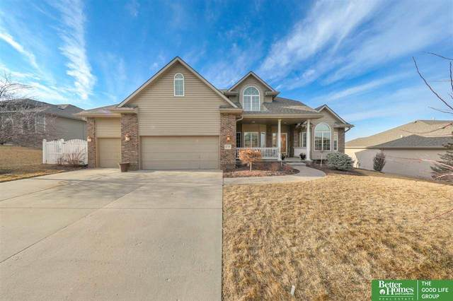 6720 Greyson Drive, Papillion, NE 68133 (MLS #22004346) :: Cindy Andrew Group