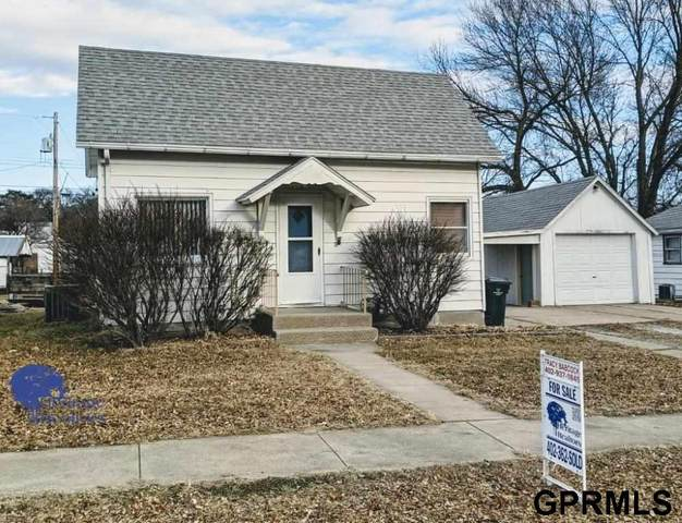 120 N Iowa Avenue, York, NE 68467 (MLS #22005128) :: Capital City Realty Group