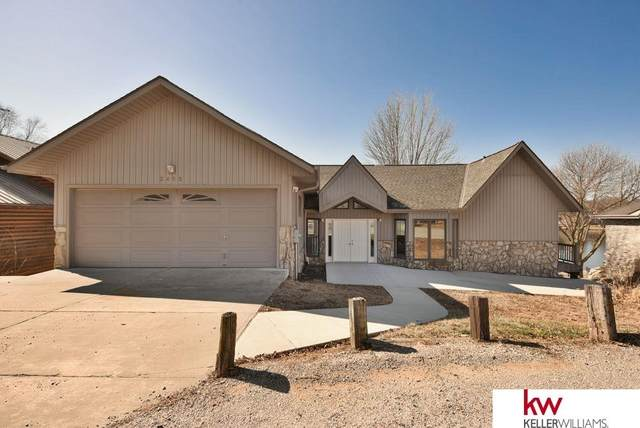 2403 Ponca Point, Plattsmouth, NE 68048 (MLS #22005513) :: Dodge County Realty Group