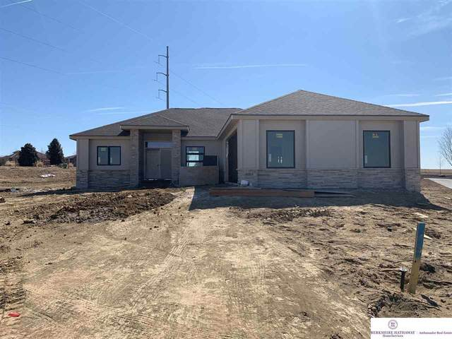 10213 S 180 Avenue Circle, Gretna, NE 68028 (MLS #22005955) :: kwELITE