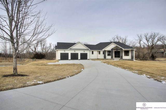 6372 Majestic Oaks Road, Fort Calhoun, NE 68023 (MLS #22006126) :: One80 Group/Berkshire Hathaway HomeServices Ambassador Real Estate