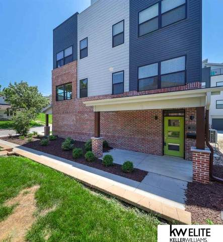 3102 Mayberry Plaza, Omaha, NE 68105 (MLS #22007083) :: kwELITE