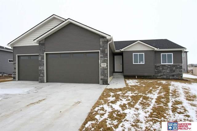 320 Jackson Circle, Hickman, NE 68372 (MLS #22007134) :: Lincoln Select Real Estate Group