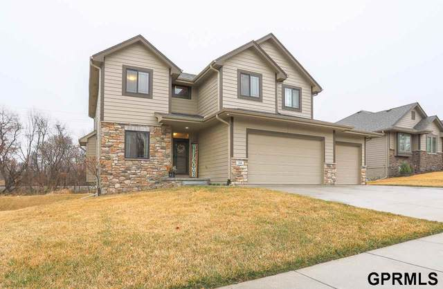 24 Kingsridge Drive, Council Bluffs, IA 51503 (MLS #22007416) :: kwELITE