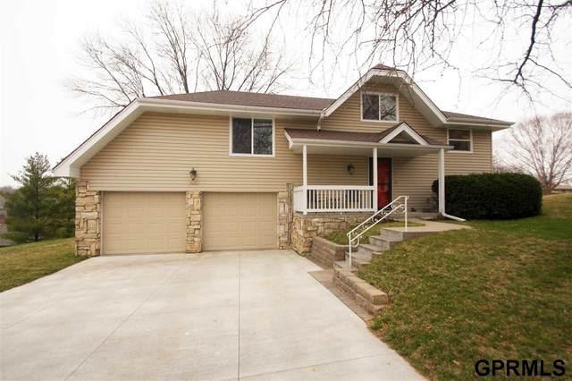 12060 Seward Circle, Omaha, NE 68154 (MLS #22007491) :: Omaha Real Estate Group