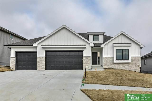 18718 Boyd Street, Elkhorn, NE 68022 (MLS #22007583) :: The Briley Team