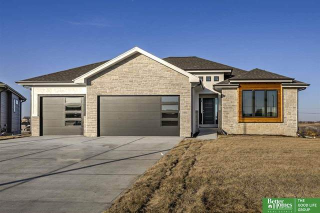 10002 S 180 Avenue Circle, Gretna, NE 68136 (MLS #22007587) :: kwELITE