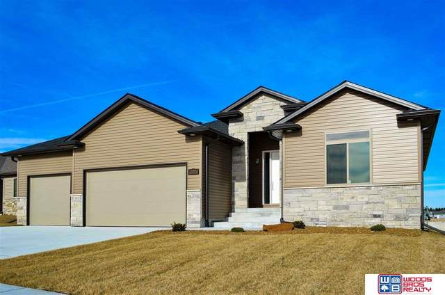 10224 Shoreline Drive, Lincoln, NE 68527 (MLS #22007750) :: kwELITE