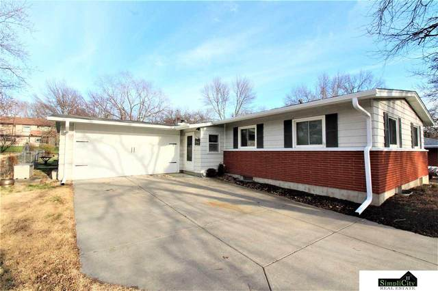 1100 Driftwood Drive, Lincoln, NE 68510 (MLS #22007850) :: Dodge County Realty Group