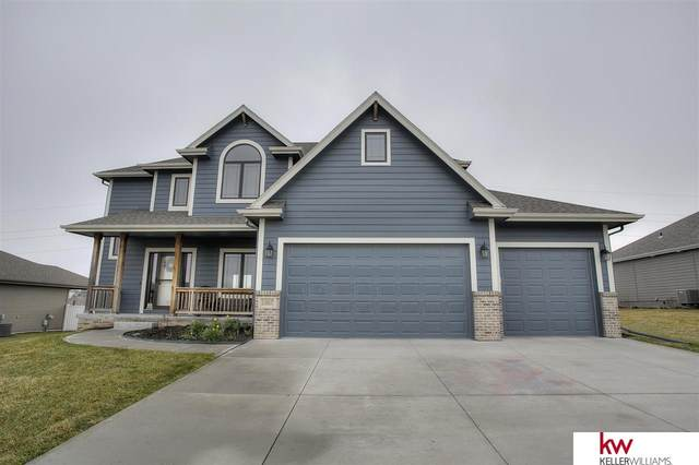13817 S 49 Street, Papillion, NE 68133 (MLS #22008021) :: One80 Group/Berkshire Hathaway HomeServices Ambassador Real Estate