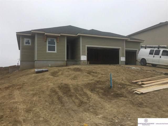 11024 Superior Drive, Papillion, NE 68046 (MLS #22008055) :: Cindy Andrew Group