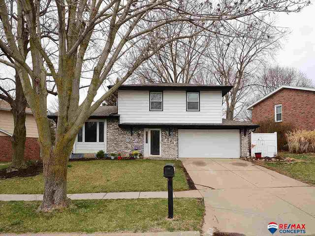 5121 S 54th Street, Lincoln, NE 68516 (MLS #22008059) :: One80 Group/Berkshire Hathaway HomeServices Ambassador Real Estate